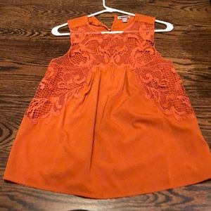 Cute women's top in a great fall color!